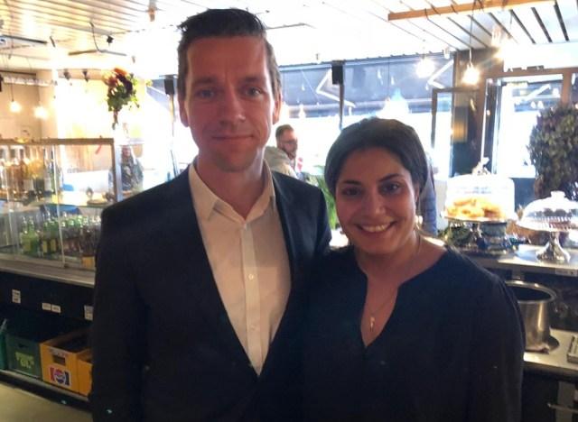 Den socialdemokratiske boligminister Kaare Dybvad Bek, støtter Nye Borgerliges kandidat, Anahita Malakians, efter hendes restaurant er blevet omtalt i venstrefløjsmediet Konfront.