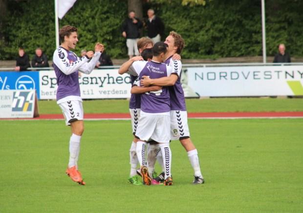 Der var glæde på Nordvest FC, da holdet søndag slog SC Egedal 4-0. Foto: Rolf Larsen.