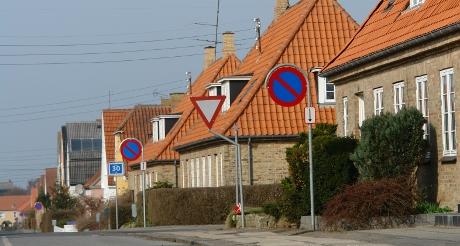 I dag blev der opsat skilte med parkering forbudt i den ene side af Godthåbsvej.
