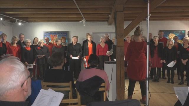 Julekoncert på Æglageret i Holbæk med det rytmiske kor Sangskaderne. Foto: Jesper von Staffeldt.