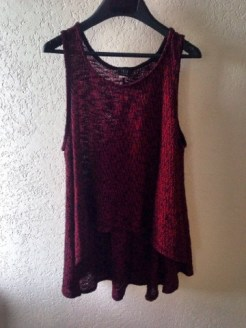 Such a cute shirt. It's short in the front and long in the back. Perfect with black jeans or leggings.
