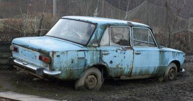 Kurva szar autók – A nagy első