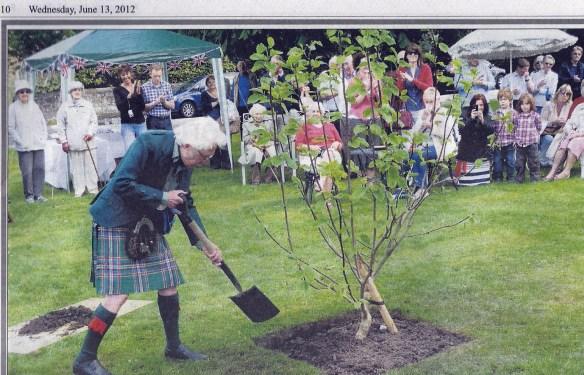 malcolm-allan-plants-a-tree-for-the-diamond-jubilee