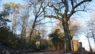 Gate to Gartshore stables 12 April 2021