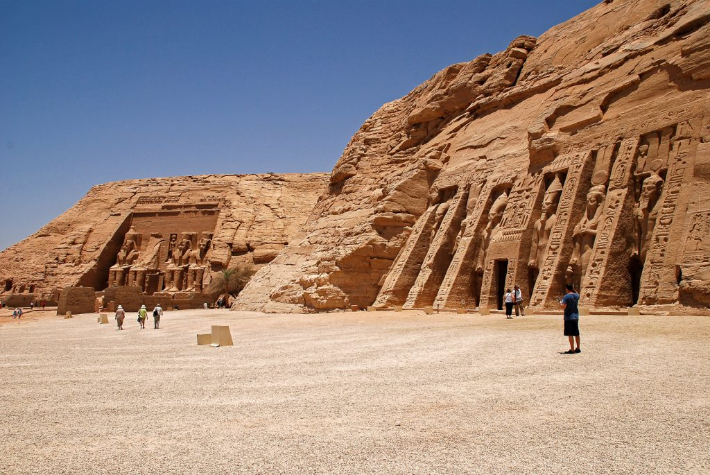 Day trip to Abu Simbel - approaching the temples