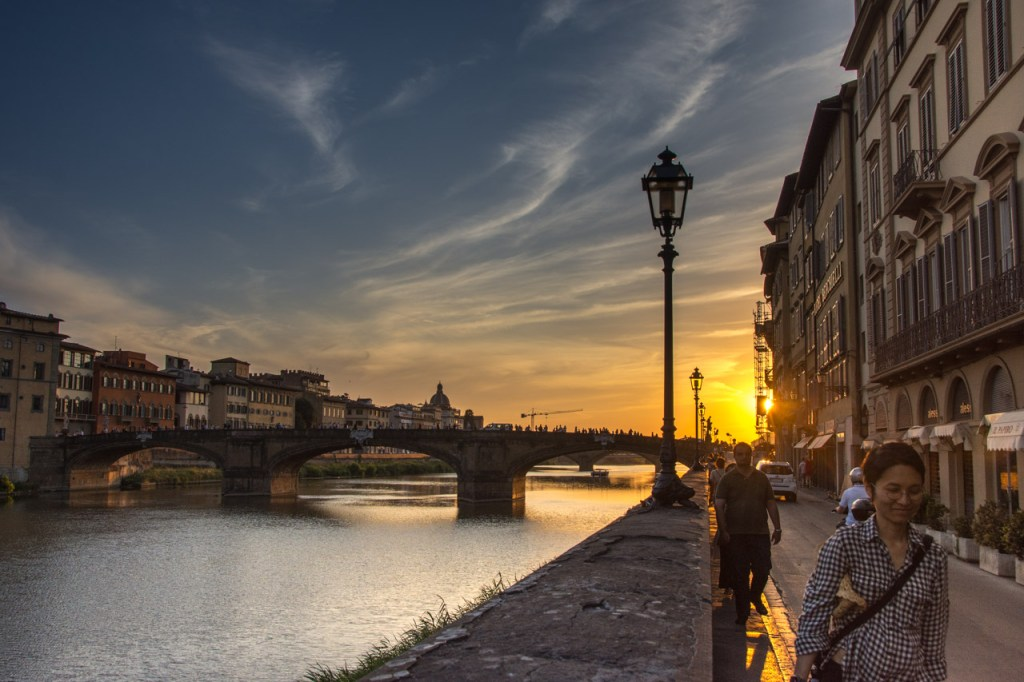 Florence in high Season: banks of the River Arno