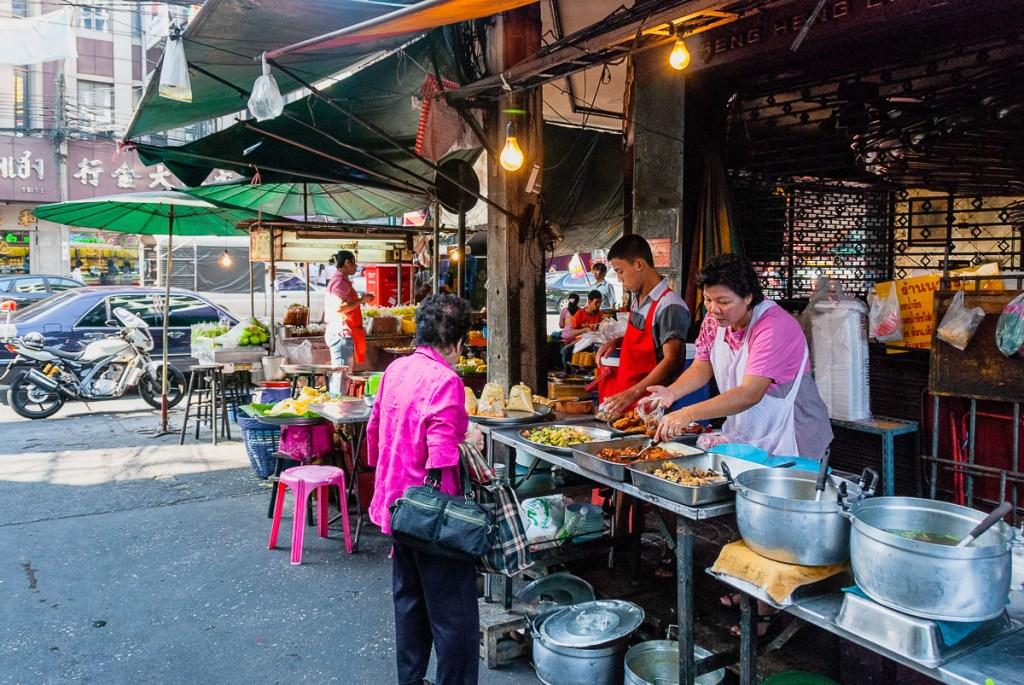 Bangkok Shopping and Eating - streetfood in Chinatown