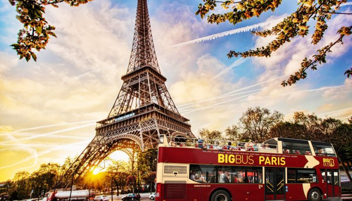Hop-on-hop-off-bus-paris-tour-02