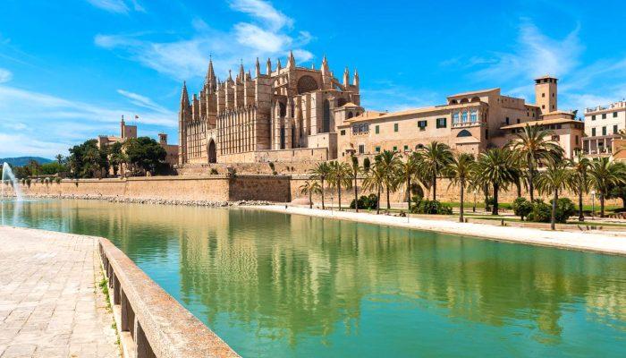 02-Harmony-of-the-Seas-Barcelona