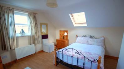 Portnablagh Holiday Home - upper floor bedroom