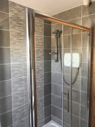 16 Patrick's Hill Dunfanaghy - shower room