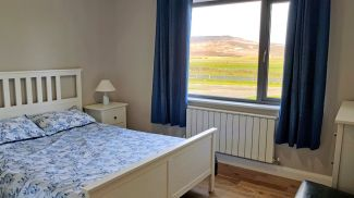 Corran View Dunfanaghy - bedroom with views over golf course