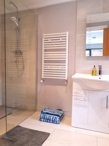 Corran View Dunfanaghy - shower room