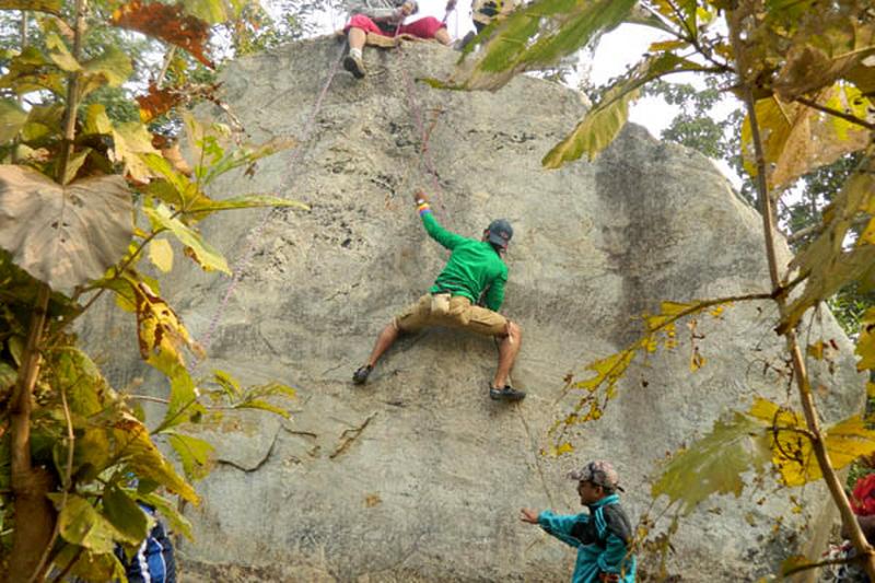https://i2.wp.com/holidayhotspot.info/wp-content/uploads/2014/03/rock-climbing-in-purulia.jpg