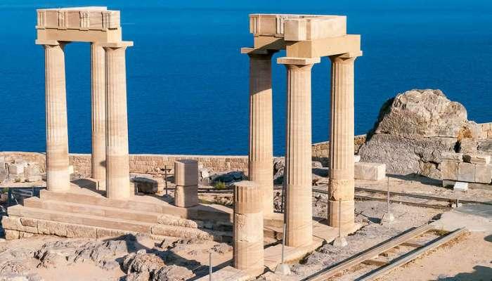 Руины античного храма около города Линдос
