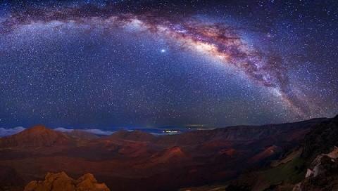 Отдых на Гавайских островах - ночной небосвод в национальном парке Халеакала