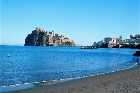 Отдых на острове Искья - прекрасный пляж Картаромана