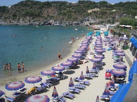 Отдых на острове Искья - пляж Форио