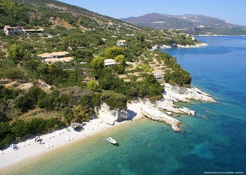 Отдых на островах Греции, Закинф - на побережье прекрасные отели утопающие в зелени