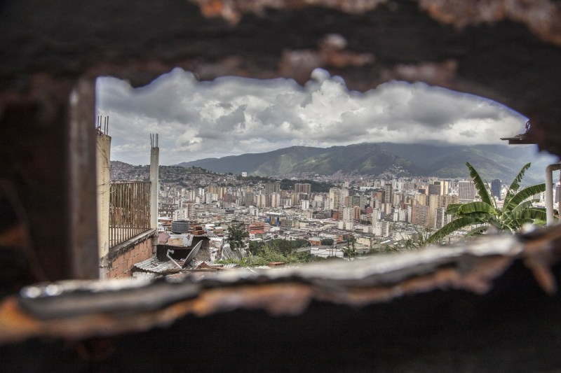 "View of Caracas, Venezuela, on 17 November 2017. With high inflation, low wages, lack of food and medicine and cash, Venezuela is plunged into a dramatic crisis. Venezuela has been declared in ""selective default"" by Standard and Poor's after failing to make interest payments on bond issues as it tries to refinance its $150 billion foreign debt. (Photo by Alvaro Fuente/NurPhoto/Sipa USA)"
