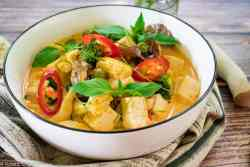 Bowl of Thai red curry