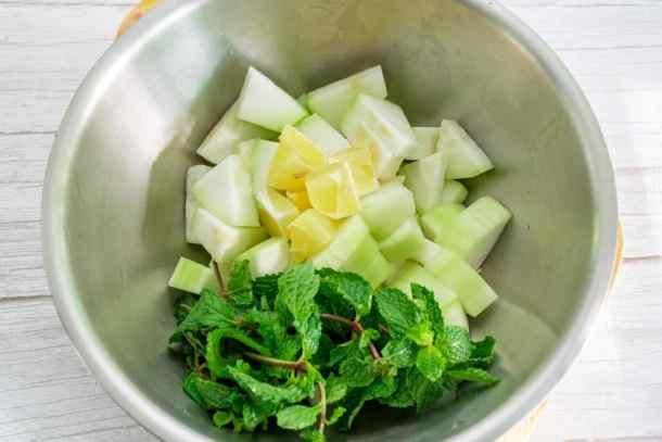 ingredients-prepared-for-making-wax-gourd-juice