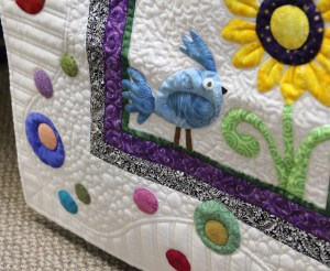 What is not to love about this border, love the applique circles and the quilting - they play so nice together.