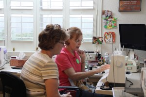Marilynn gets a tutorial form Susie on how she does that gorgeous machine appliqué!