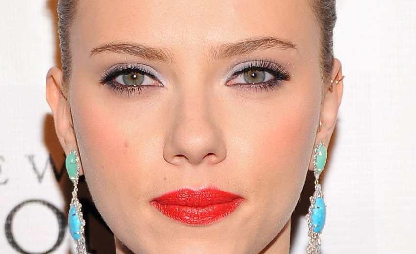 Scarlett Johansson Make-Up Hacks
