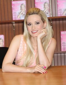 holly-madison-signing-her-new-book-down-the-rabbit-hole-in-las-vegas_1