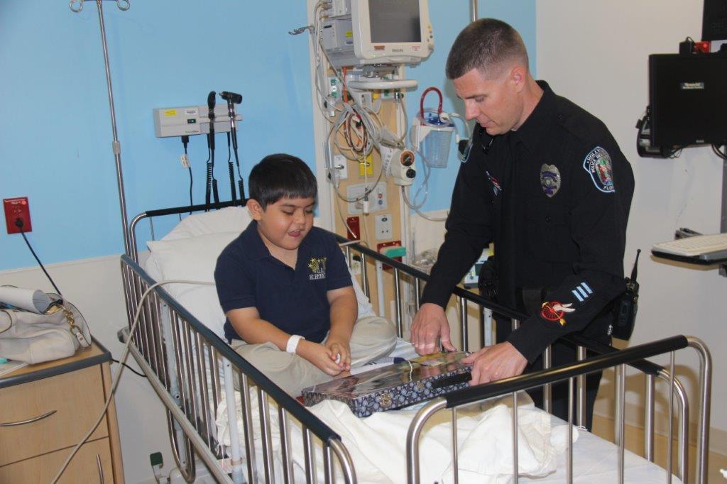dimaggiospolice5 Hollywood Police visit Joe DiMaggio Children's Hospital