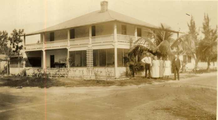 Bloom's Hotel, Dania, on the Dixie Highway, c. 1920.