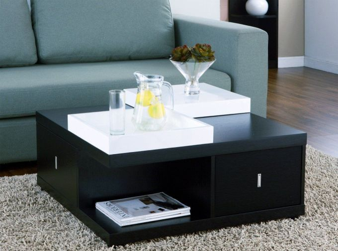 Serving Tray on the Top Table