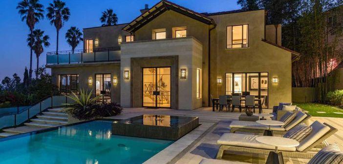 BINNENKIJKEN bij RIHANNA die haar vervloekte villa verhuurt voor $35.000 PER MAAND
