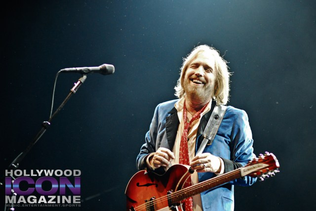 Tom-Petty-and-The-Heartbreakers-Hollywood-Bowl-LA-©-2010-JB-Brookman-Photography-Hollywood-Icon-Magazine-1f-1024x685