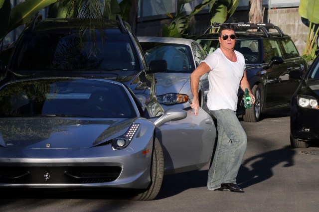 Wearing his trademark plain white t shirt Simon drove himself and he was accompanied by a pretty brunette. Pictured: Simon Cowell Ref: SPL452207 261012 NON-EXCLUSIVE Picture by: SplashNews.com Splash News and Pictures USA: +1 310-525-5808 London: +44 (0)20 8126 1009 Berlin: +49 175 3764 166 photodesk@splashnews.com World Rights
