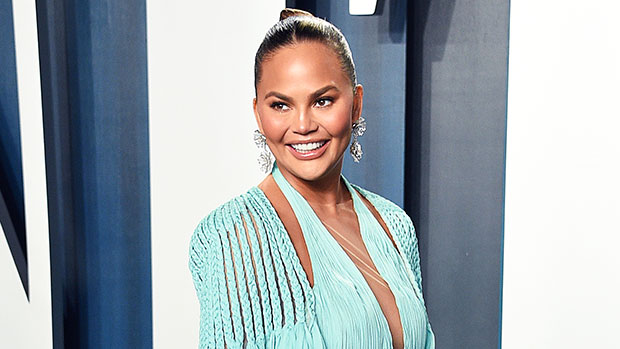Chrissy Teigen Loses Tooth In A Fruit Roll Up — Video – Gadget Clock