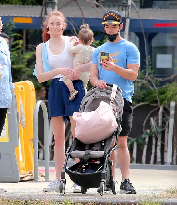 Sophie Turner, Joe Jonas, Willa Jonas