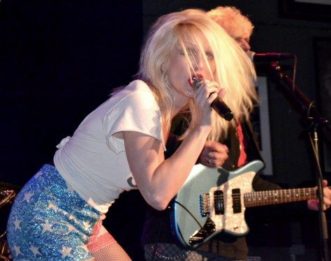 Singing Blondie