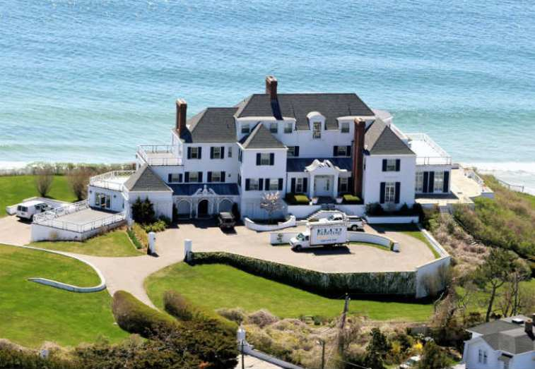 Via: http://www.usmagazine.com/uploads/assets/articles/62535-taylor-swift-moves-into-17-million-rhode-island-mansion/1367599443_taylor-swift-house-zoom.jpg-