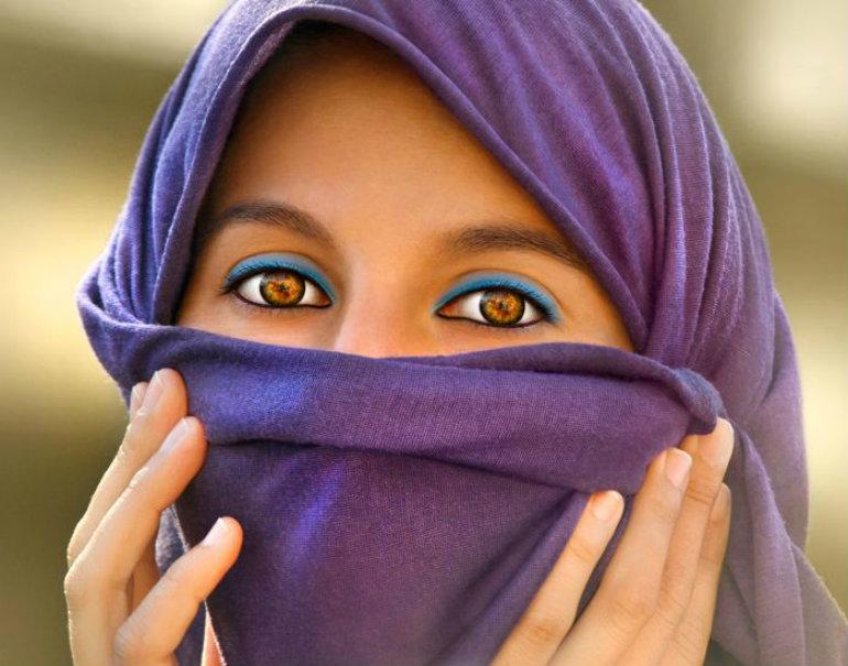 琥珀色の目