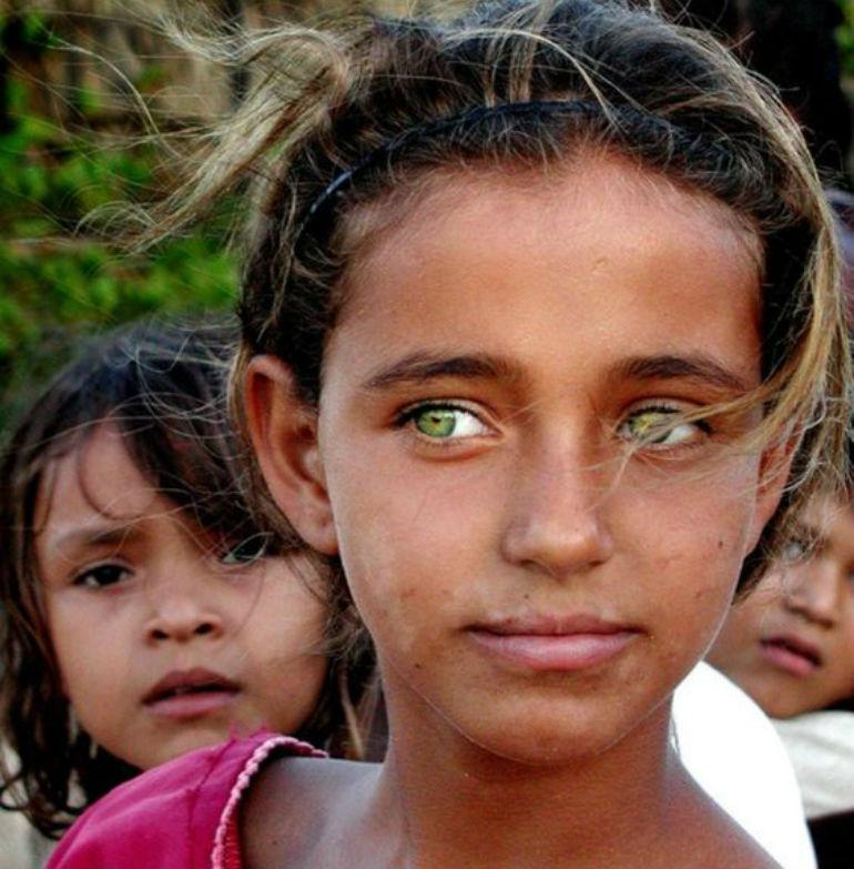 緑の目の少女