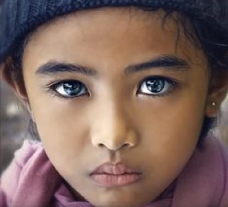 瞳の美しい少女