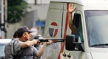 Polícia aborda veículo