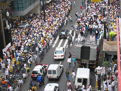 Professores em greve na R. Líbero Badaró - 26/03/2004