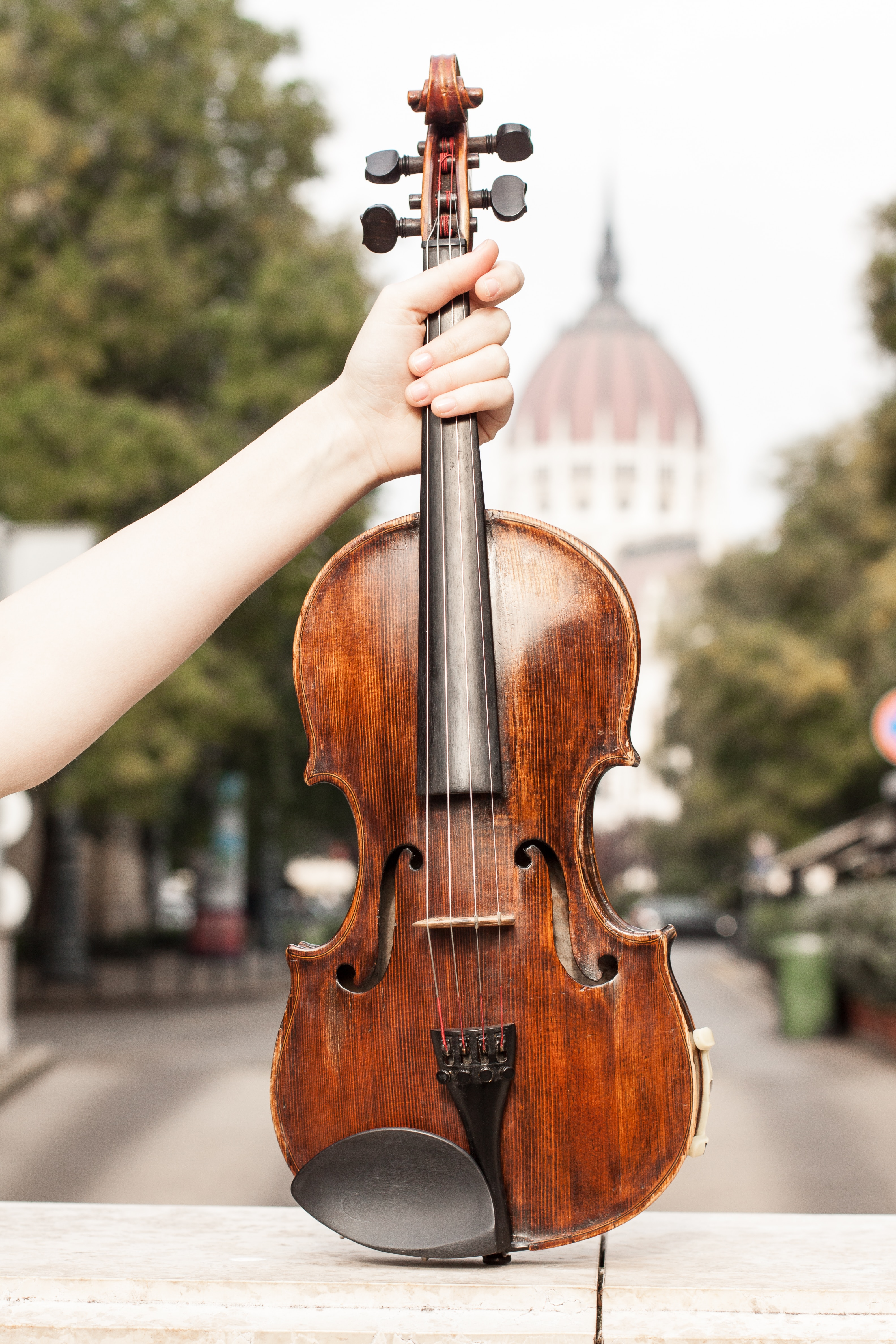 person playing violin during daytime