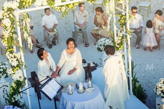 Lesbian wedding ceremony in Boracay, Philippines - Oly Ruiz / Metrophoto