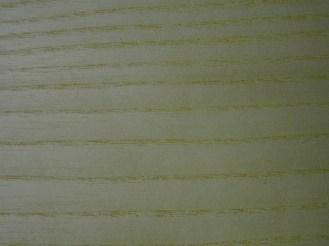 Esche - an der Oberfläche aufgeschnittene Poren