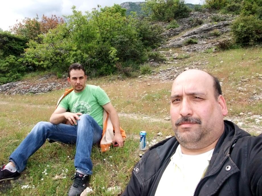 Zwei Biertrinker im Wald bei Safranbolu