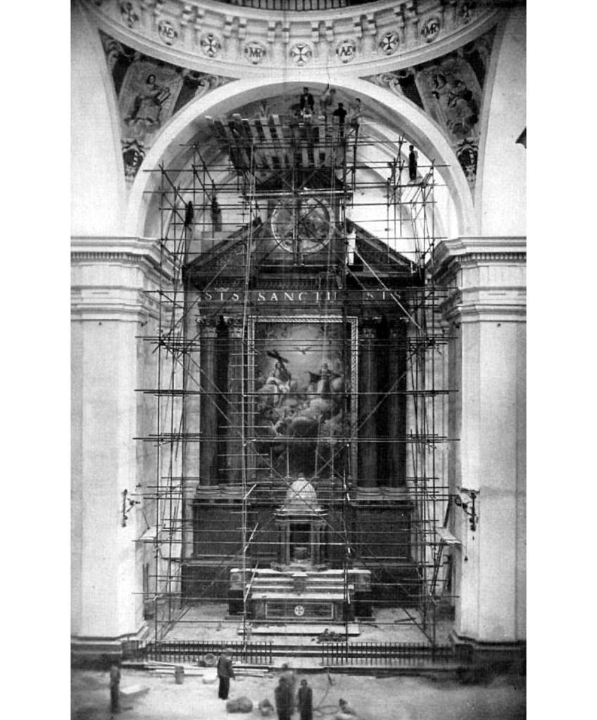 01. Andamiaje metálico bajo la media naranja de la iglesia de la Trinidad (San Marcos) hombredepalo